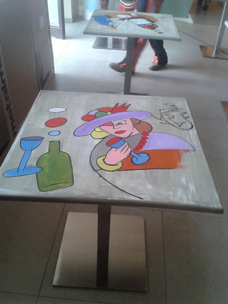 Foto di tavolini decorati presenti presso la Gelateria Pasticceria Nazionale a Ponteranica, Bergamo