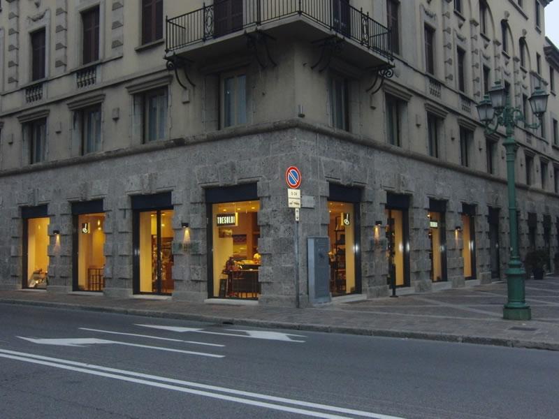 Foto ripresa all'esterno del Tresoldi Bakery 1938 a Bergamo