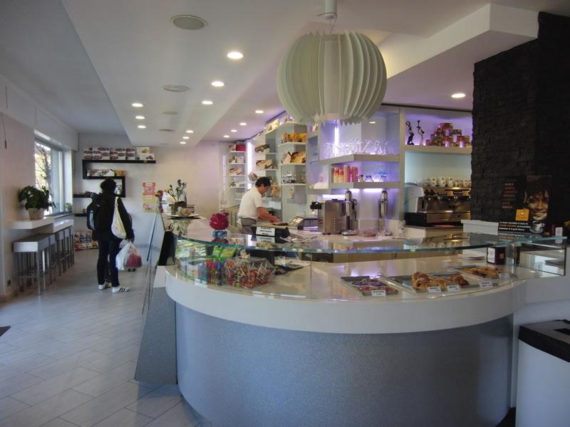 Particolare degli interni totalmente rinnovati della Pasticceria Panificio Caffetteria La Meta a Lazzate, Monza Brianza