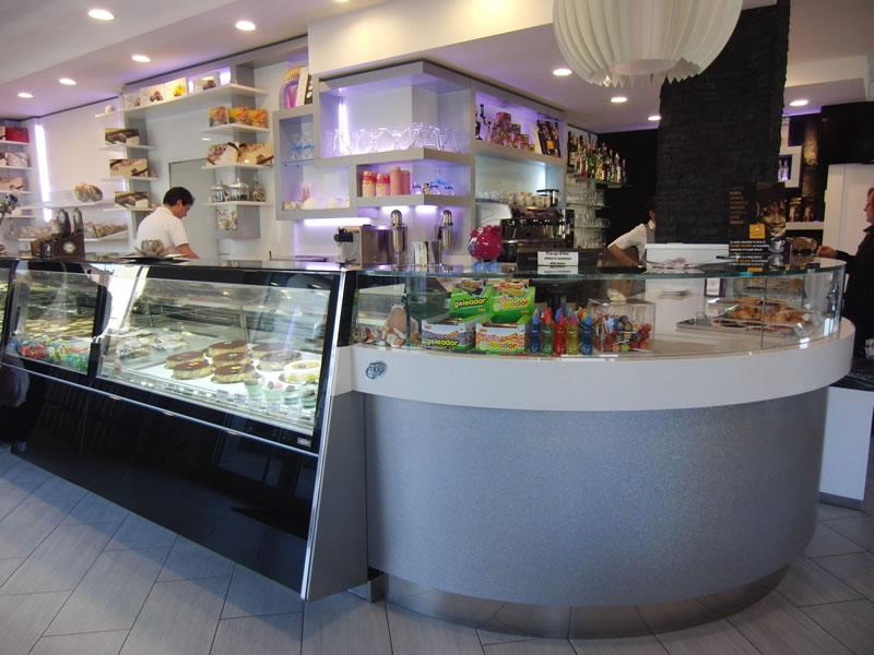 Foto del nuovo bancone bar con particolare sull'angolo, scattata alla Pasticceria Panificio Caffetteria La Meta a Lazzate, Monza Brianza