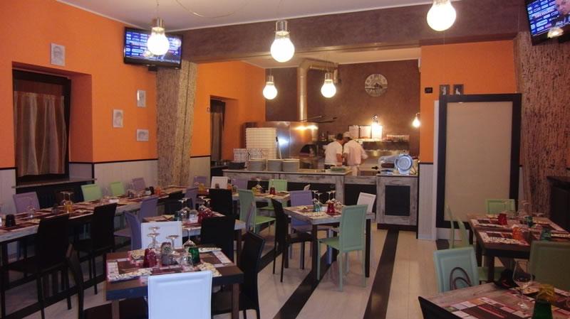 Foto area ristorazione interna del Ristorante Pizzeria Fata Morgana a Trescore Balneario, Bergamo
