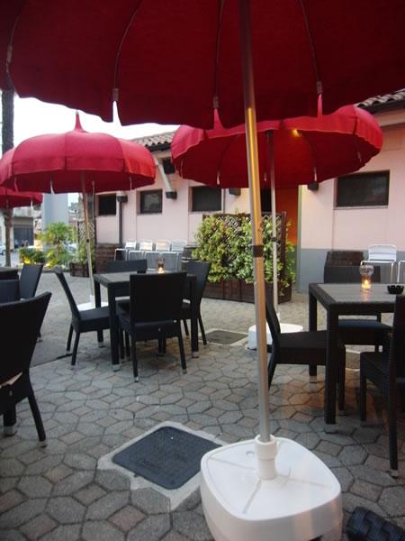 Foto dell'area ristoro esterna presso il Ristorante Pizzeria Fata Morgana a Trescore Balneario, Bergamo