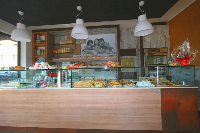Foto bancone bar scattata a Pane in Galleria, situato nella Galleria Italia Seriate, Bergamo