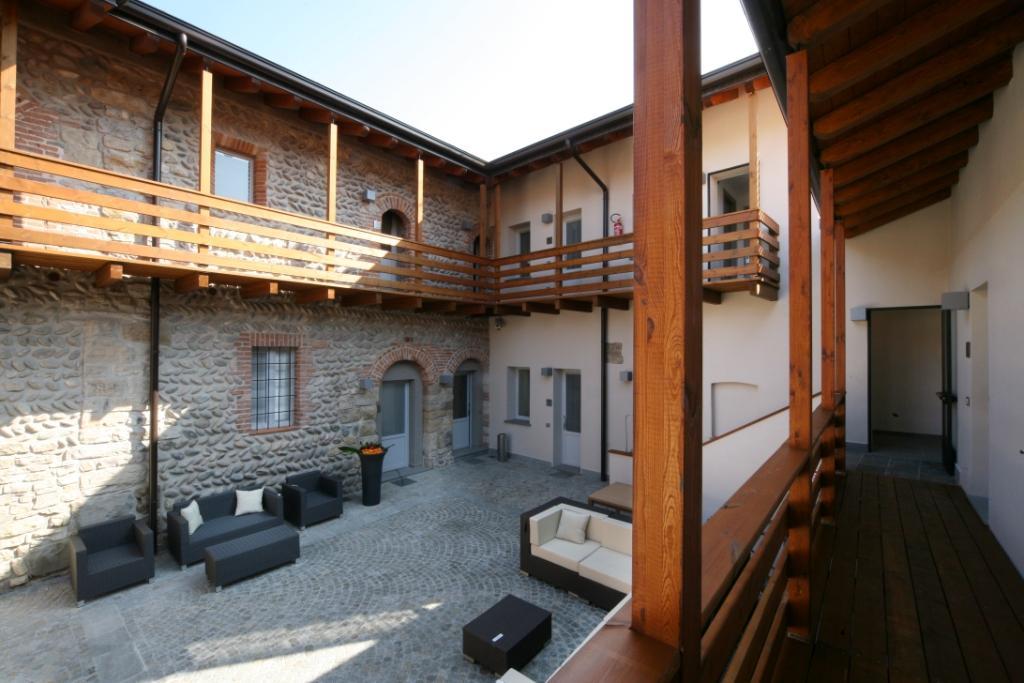 Foto dell'arredo per gli esterni dell'Hotel San Rocco a Bergamo