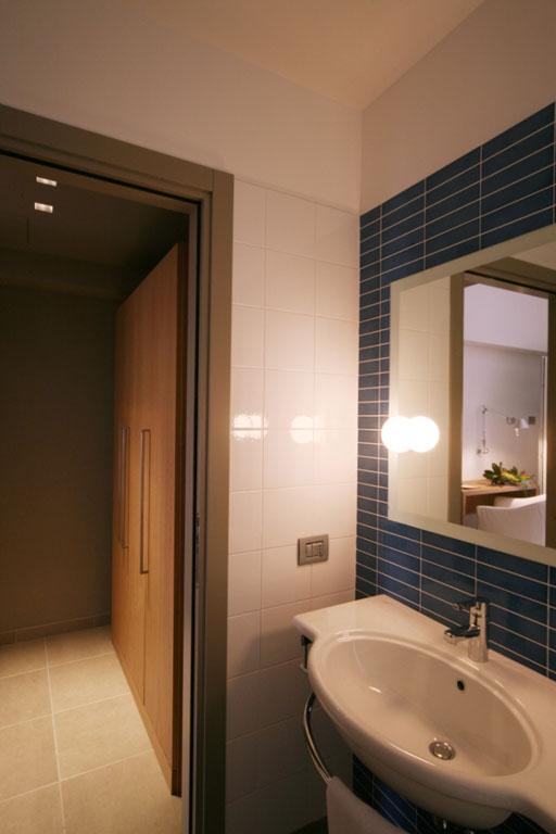 Particolare nuovo arredo bagno privato presso l'Hotel San Rocco a Bergamo