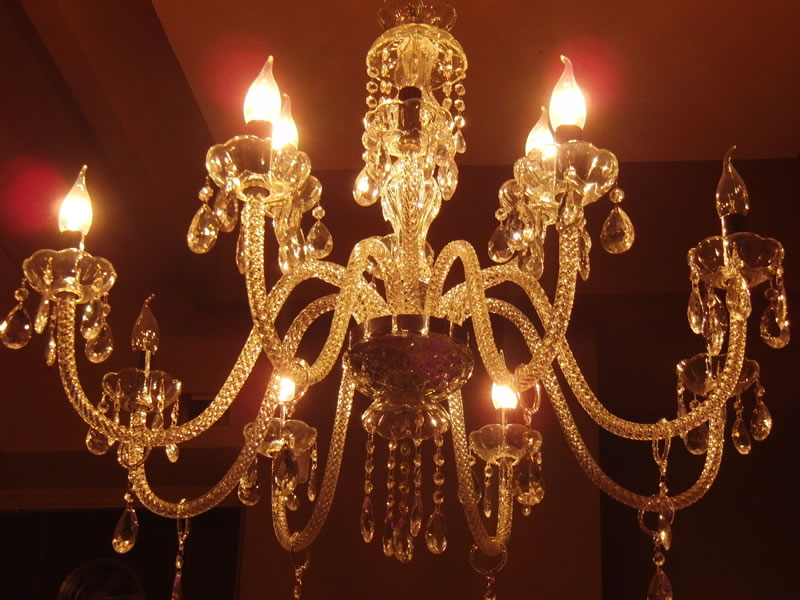 Foto di uno dei lampadari installati come illuminazione della Gelateria Pasticceria Nazionale a Ponteranica, Bergamo