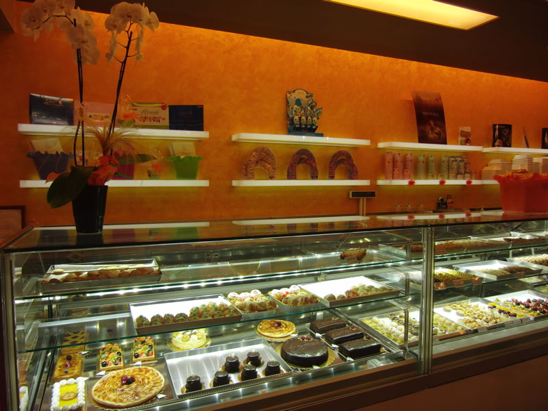 Foto del banco pasticceria scattata presso la Gelateria Pasticceria Nazionale a Ponteranica, Bergamo