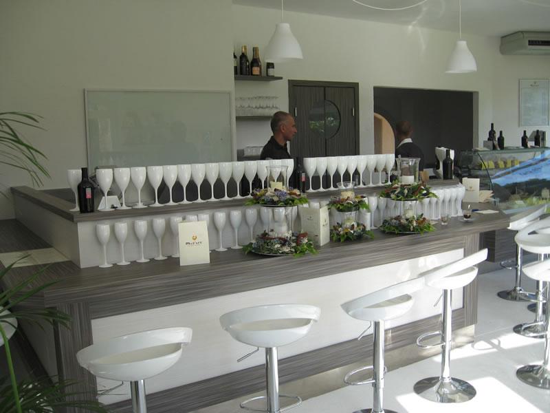 Banco cocktail presso il locale Moz'art a Porto Cervo