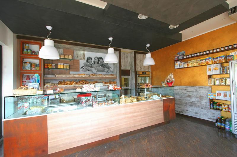 banco bar e arredo interamente rinnovato presso Pane in Galleria, situato nella Galleria Italia Seriate, Bergamo