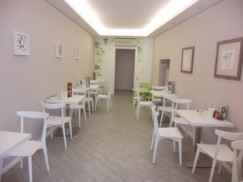 """Foto del corridoio saletta ristrutturata interamente per il Bar Tavola Fredda """"CACAO"""" a Bergamo"""