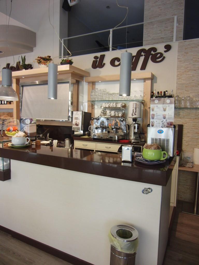 """Foto dell'angolo caffetteria scattata al Panificio Bar """"Panpasticci Cafè"""" a Dalmine, Bergamo"""