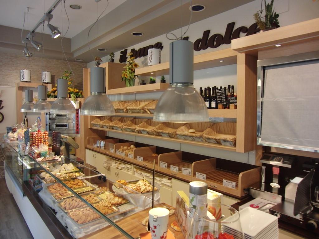 """Foto scattata all'interno del Panificio Bar """"Panpasticci Cafè"""" a Dalmine, Bergamo"""