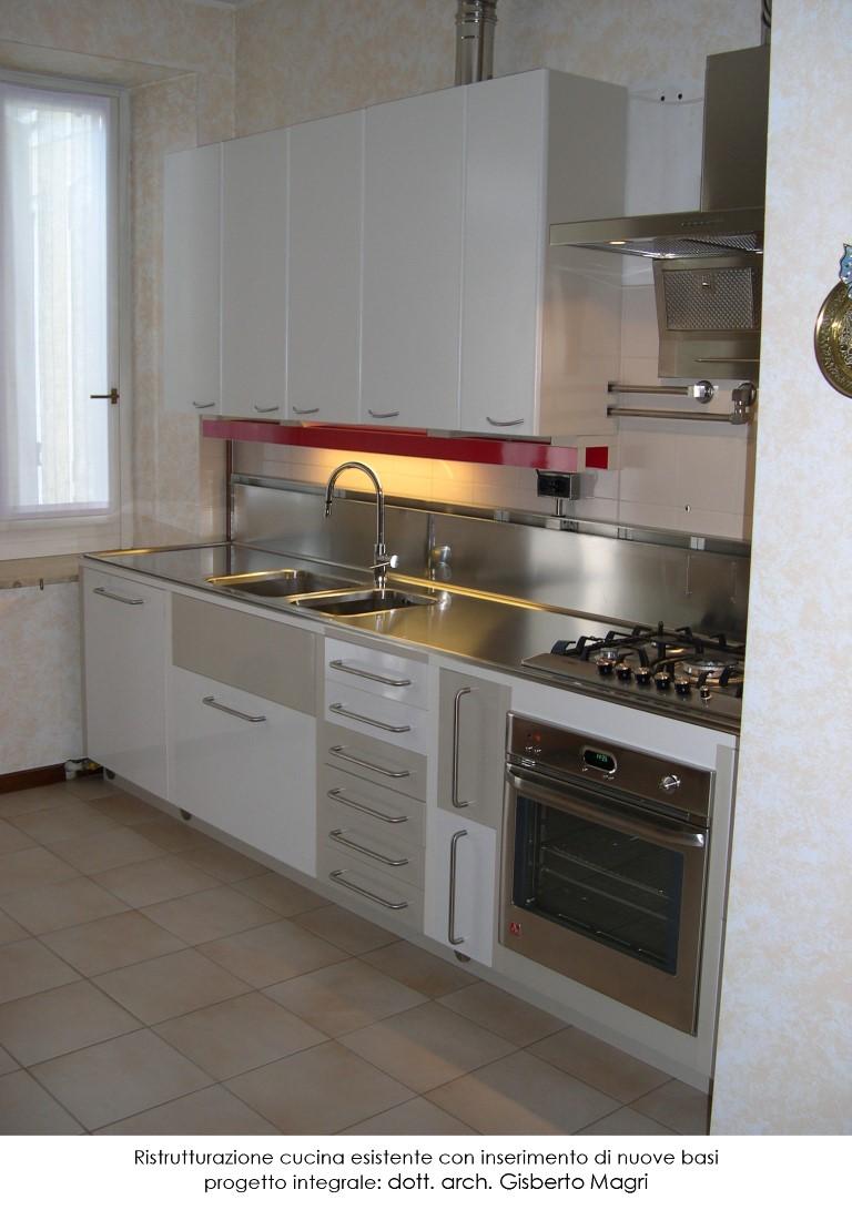 Foto complessiva scattata per la ristrutturazione di una cucina esistente
