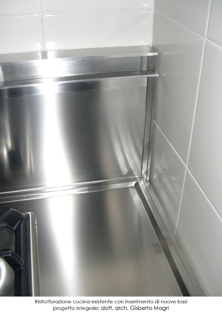 Foto di un dettaglio del sistema di ventilazione per la ristrutturazione di una cucina esistente