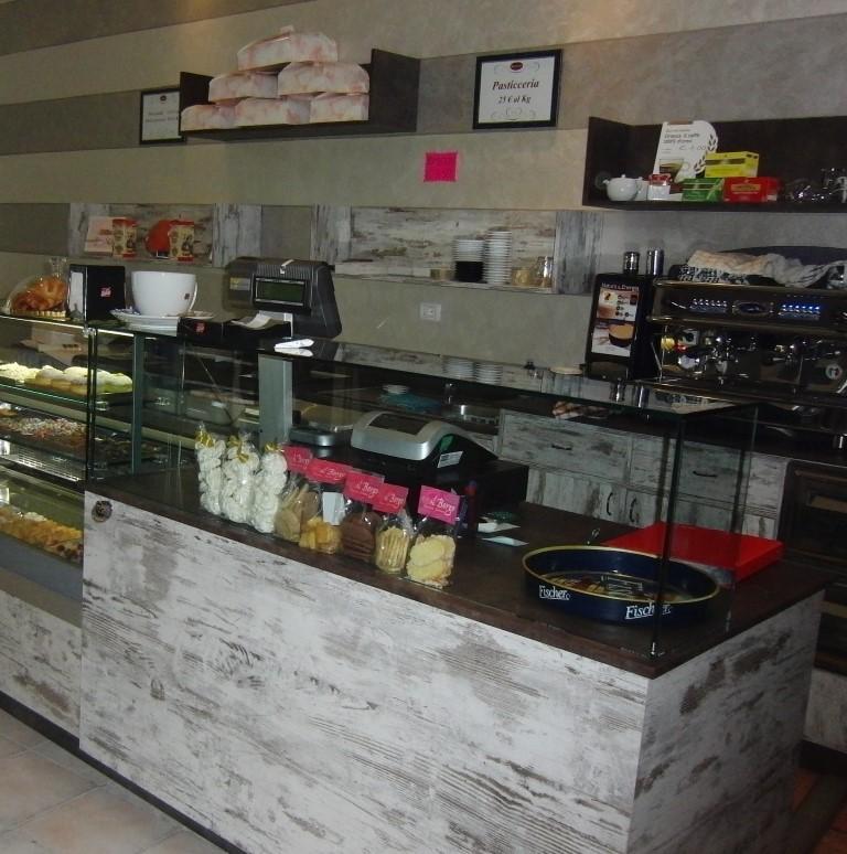 Particolare dell'angolo cassa, foro scattata presso la Pasticceria Caffetteria Dolci Incontri a Zanica in provincia di Bergamo