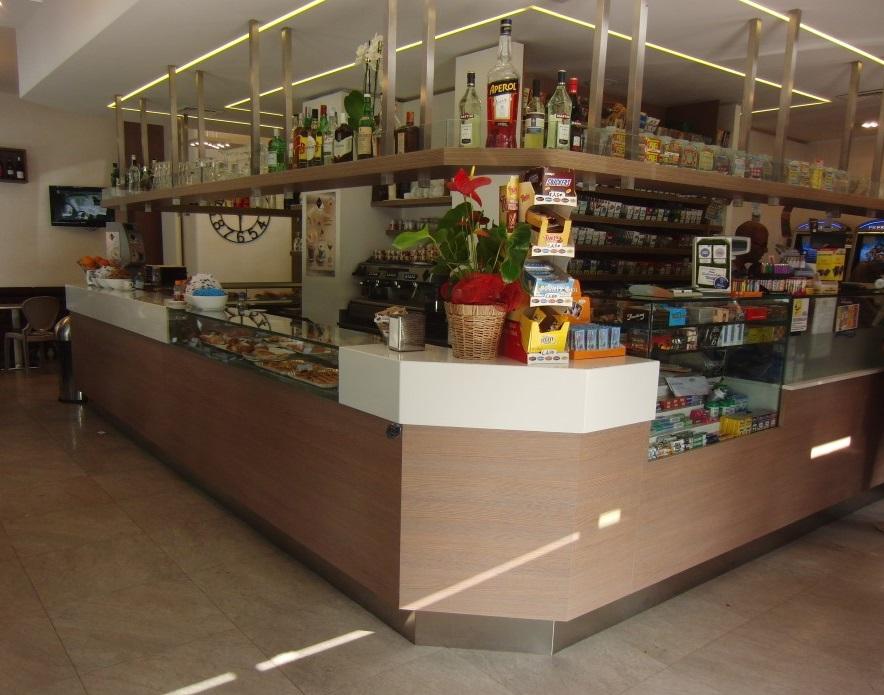 Foto del bancone presente all'interno del Bar Tabacchi Barranca a Milano
