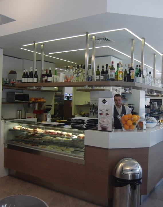 Foto dell'angolo bar scattata all'interno del Bar Tabacchi Barranca a Milano