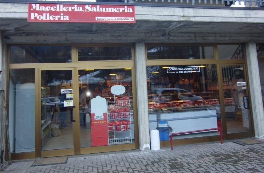 Foto dell'ingresso della Macelleria polleria Invernizzi a Selino Basso, in provincia di Bergamo