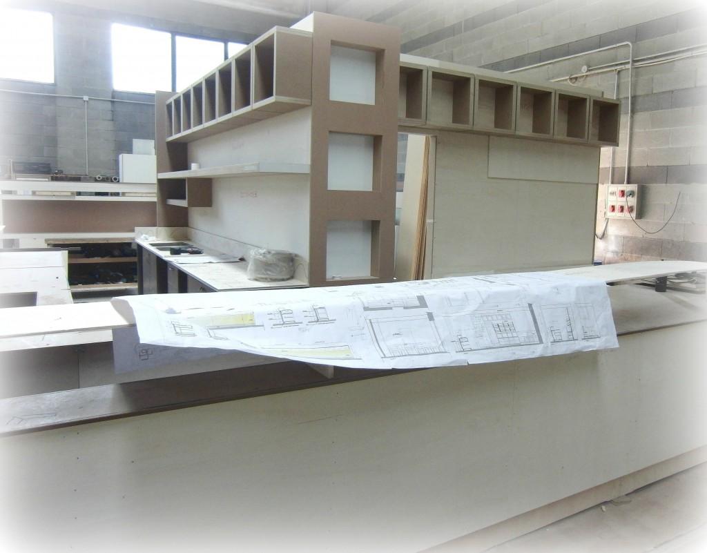 Piantina e foto del banco e retrobanco in realizzazione per la Caffetteria Panificio Good Morning a Lissone, Brescia