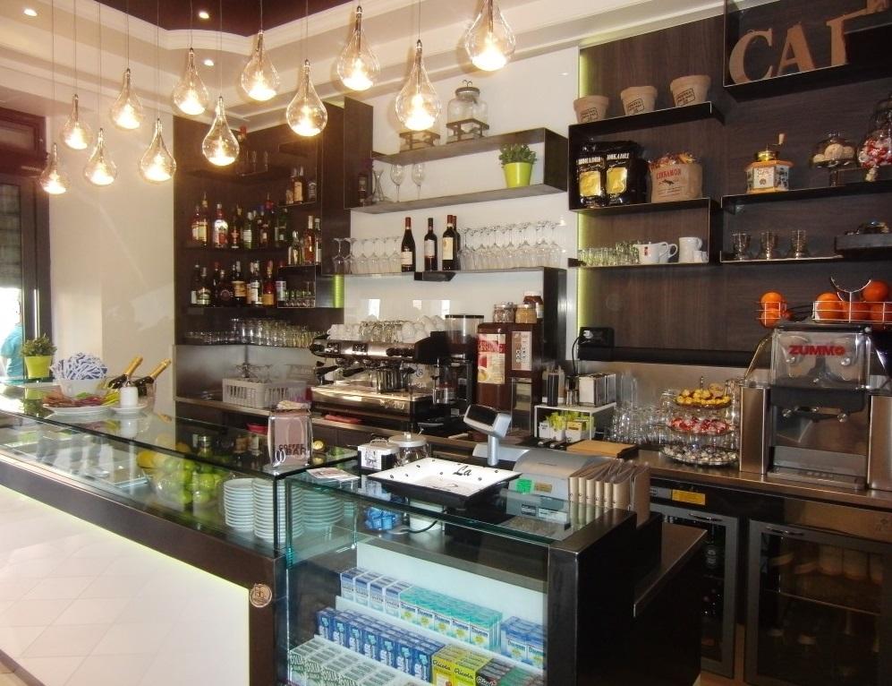"""Foto del banco caffetteria scattata al Bar tavola fredda """"La Caffettiera"""" a Pavia"""
