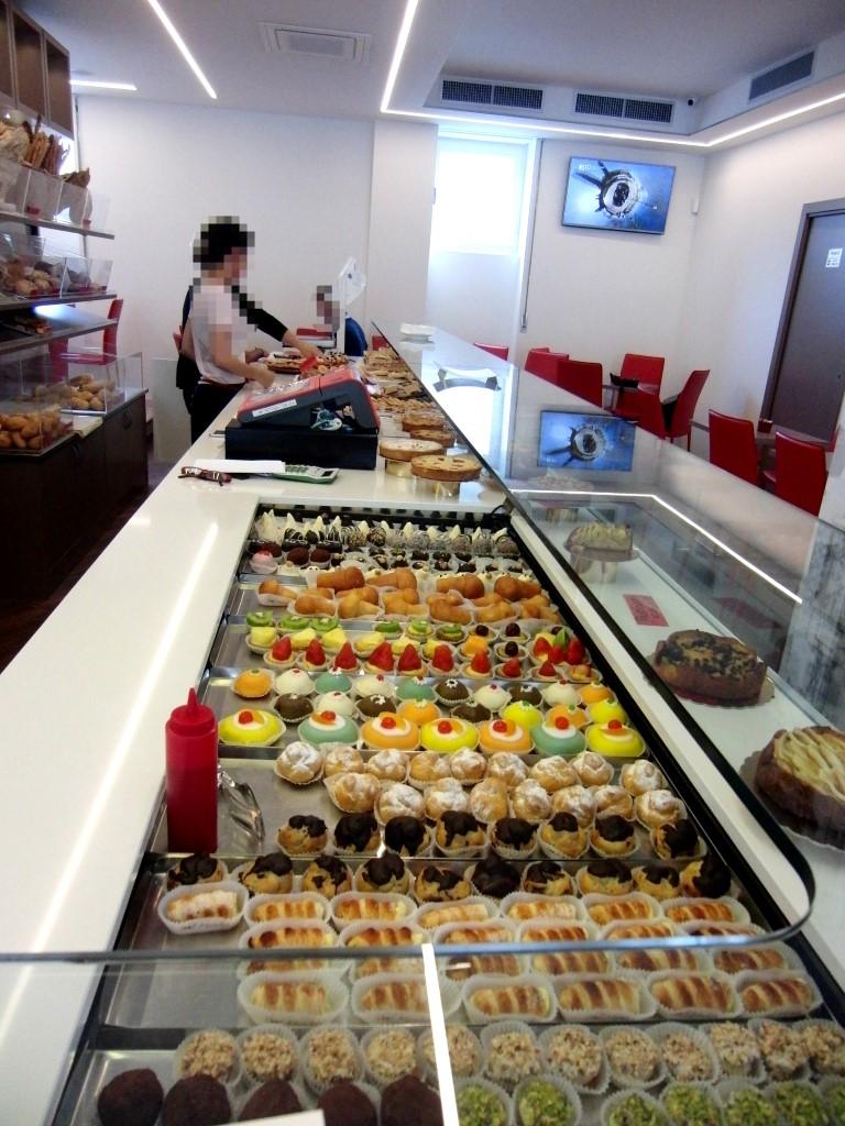 Banco pasticceria della Caffetteria Panificio Good Morning a Lissone, Brescia