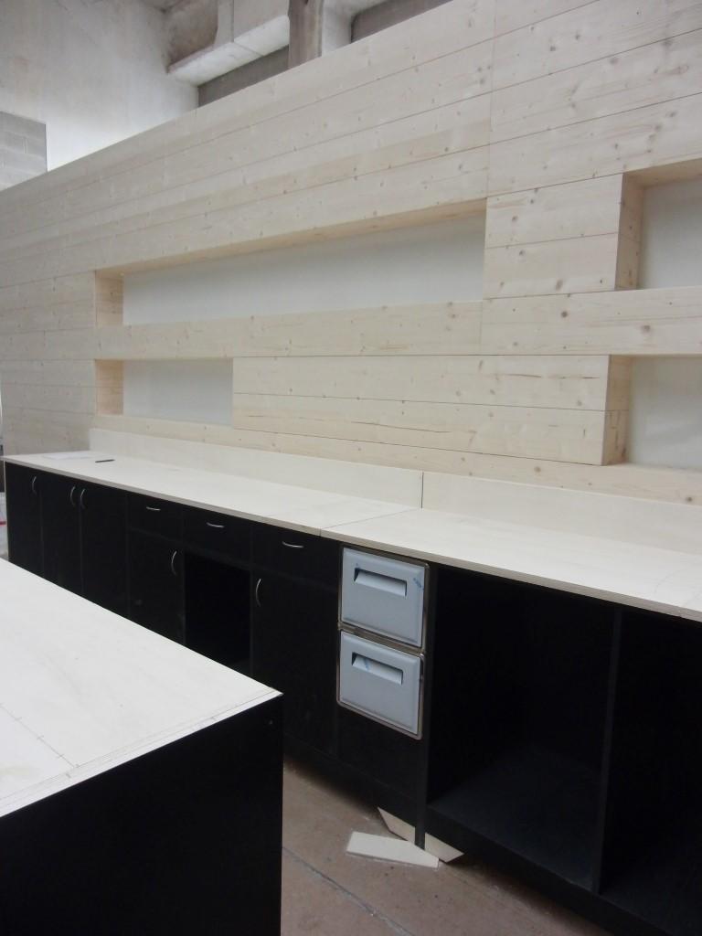 Foto del retrobanco in fase di realizzazione per il Tabù Food & Music a Paderno Dugnano, Milano