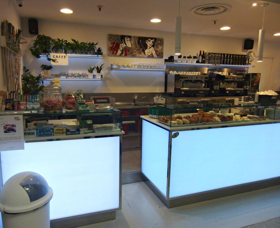 Foto del banco pasticceria al Bar Caffetteria Pelikan's presso l'Iper Coop a Treviglio, Bergamo