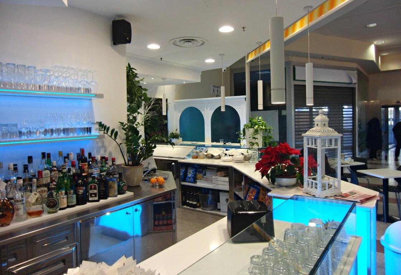 Dettaglio del bancone bar presso il Bar Caffetteria Pelikan's presso l'Iper Coop a Treviglio, Bergamo