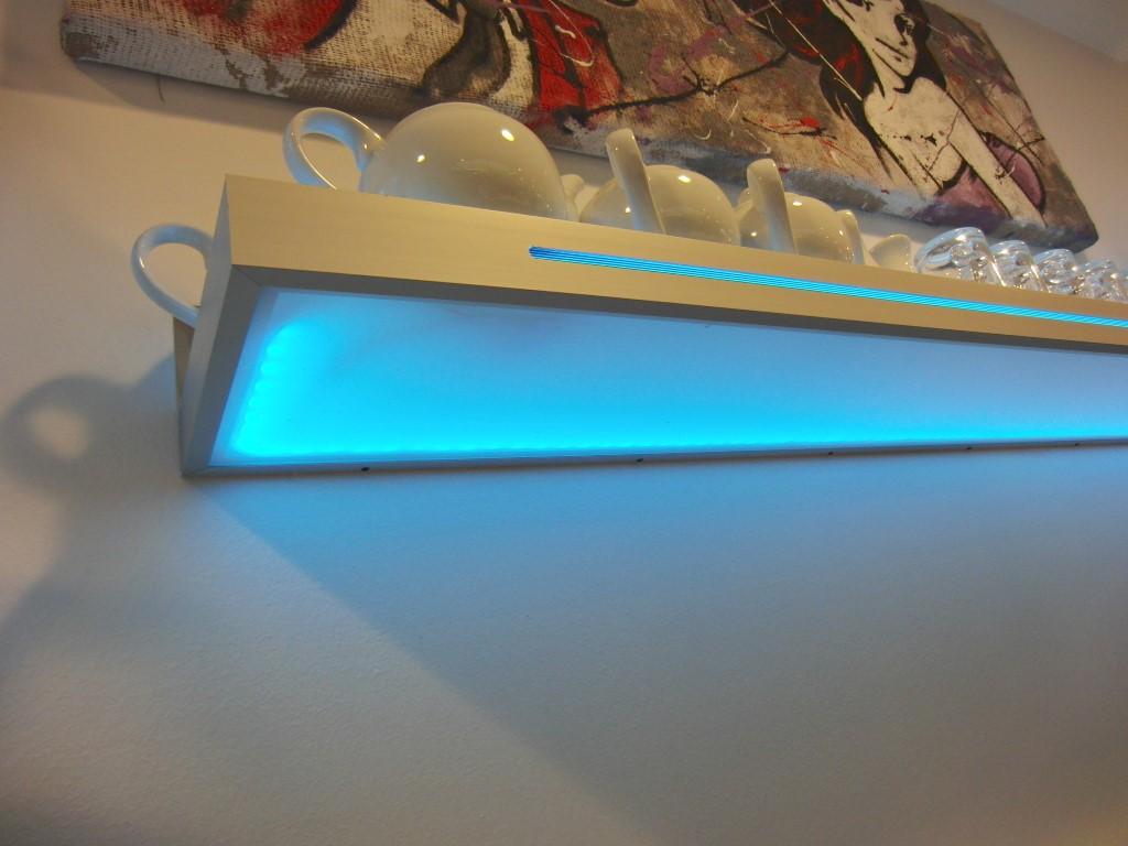 Dettaglio di una mensola con luce led blu presso il Bar Caffetteria Pelikan's presso l'Iper Coop a Treviglio, Bergamo