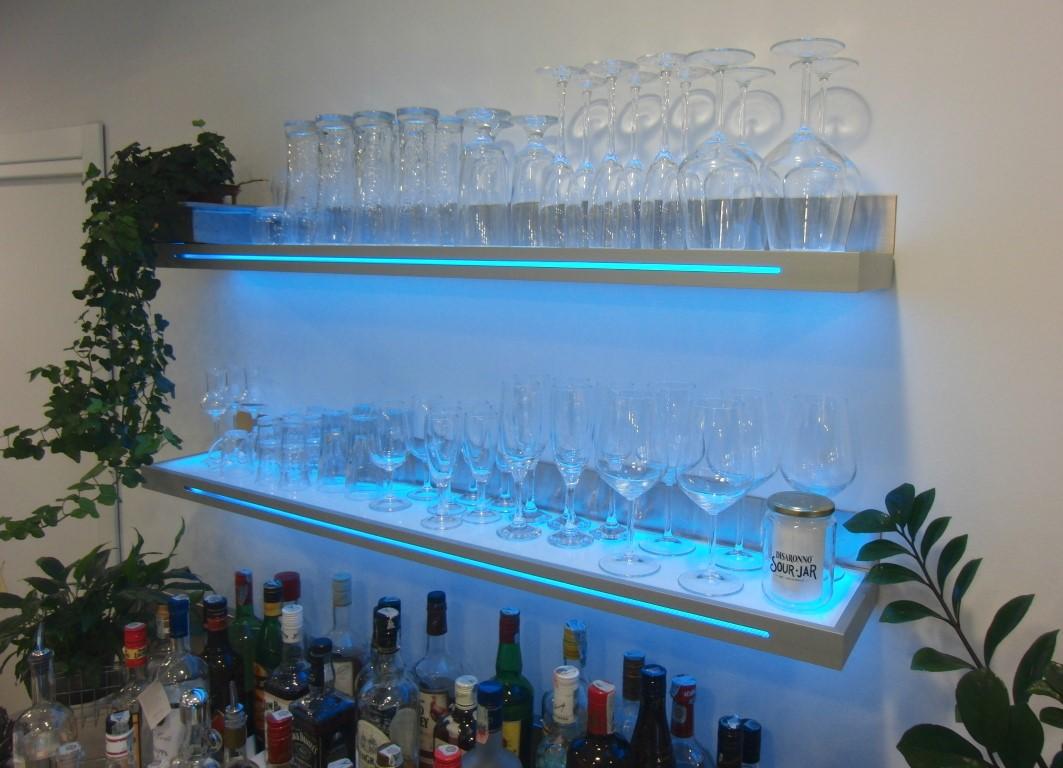 Particolare di alcune mensole presso il Bar Caffetteria Pelikan's presso l'Iper Coop a Treviglio, Bergamo