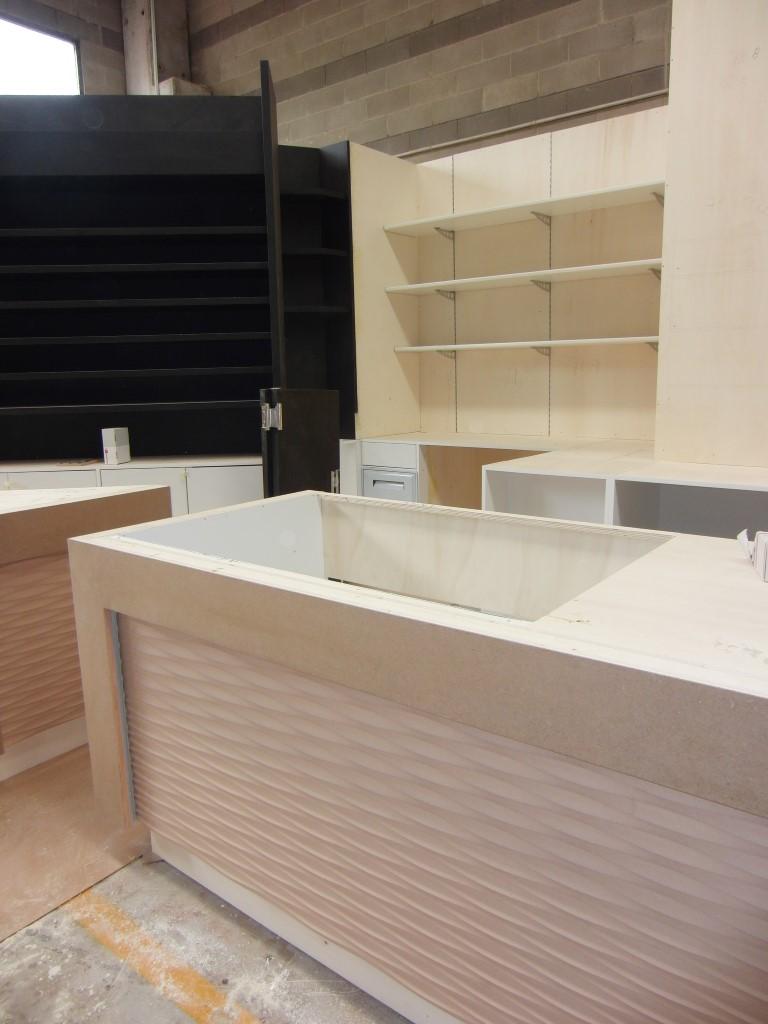 """Fase di costruzione dell'arredo del Bar Tabaccheria """"Deja Vu""""a Milano"""