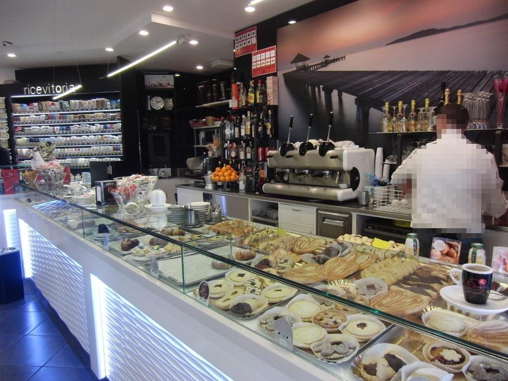 """Foto scattata al banco caffetteria presso il Bar Tabaccheria """"Deja Vu"""" a Milano"""