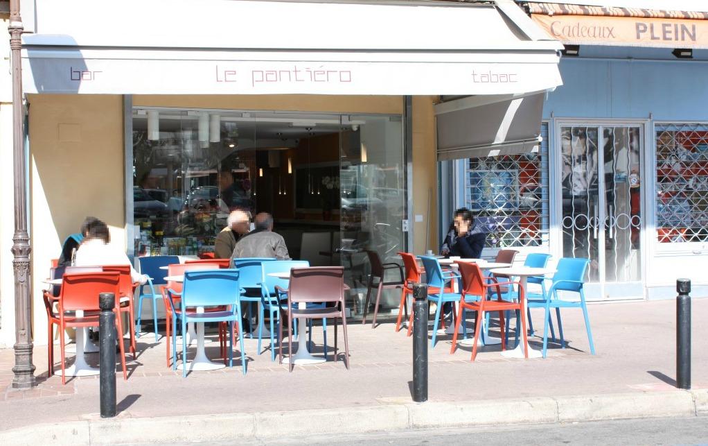 Foto dell'esterno del Bar Tabacchi Le Pantiéro, nel centro di Cannes