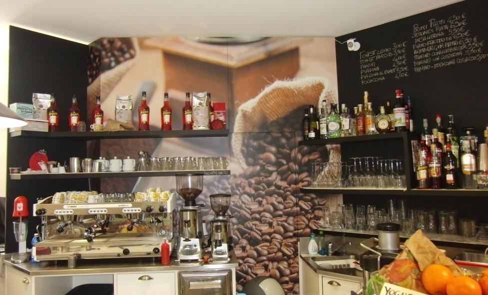 Particolare della parete all'angolo caffetteria presso la Gelateria Caffetteria Rembrandt a Milano