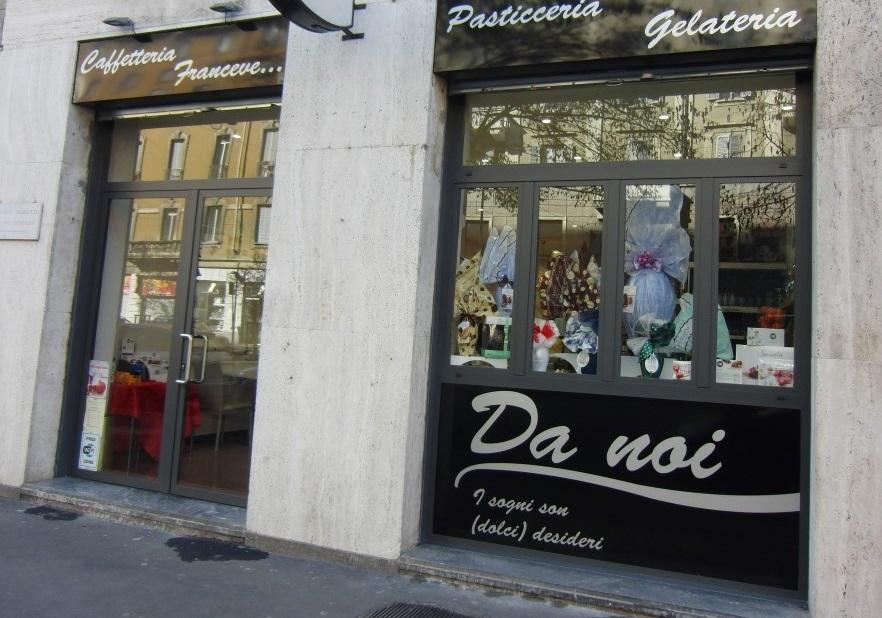 Foto dell'ingresso posto in Corso Vittoria della Caffetteria Pasticceria Franceve a Milano