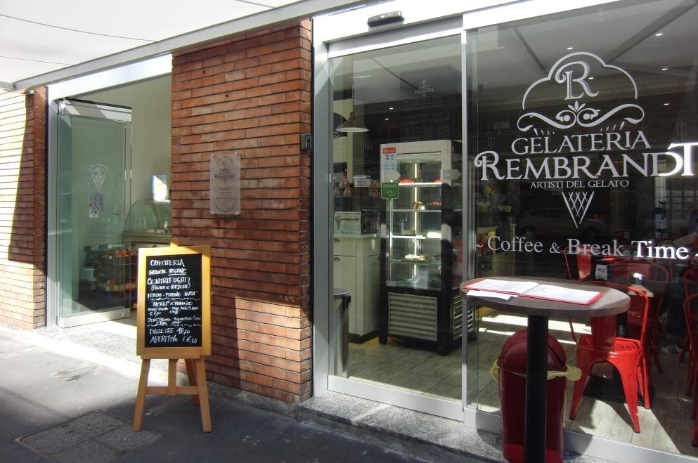 Ingresso della Gelateria Caffetteria Rembrandt a Milano