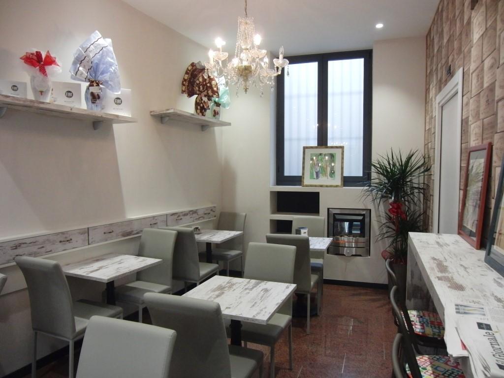 Foto della saletta interna della Caffetteria Pasticceria Franceve a Milano