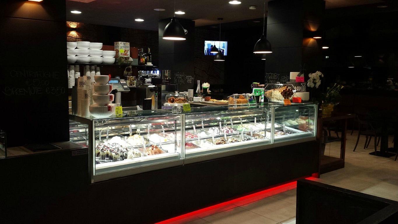 Banco dei gelati, foto scattata presso il Bar Gelateria Enoteca Papilla a Monza