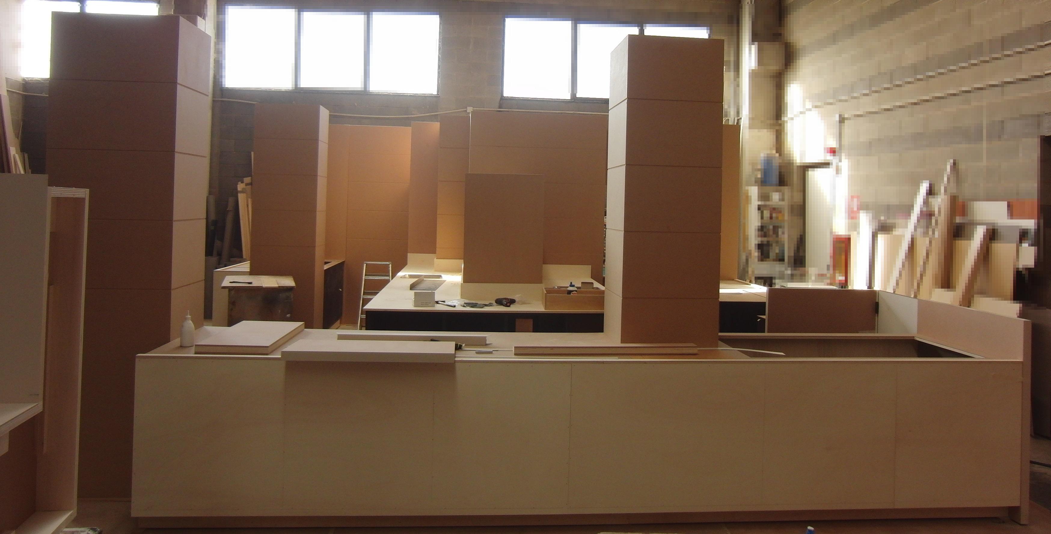 Foto della realizzazione dei mobili da inserire all'interno del Bar Gelateria Enoteca Papilla a Monza