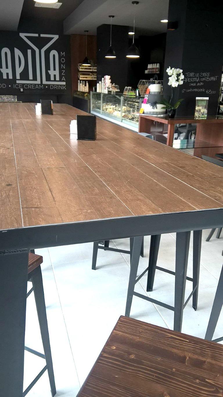 Foto di un dettaglio del tavolo presso il Bar Gelateria Enoteca Papilla a Monza