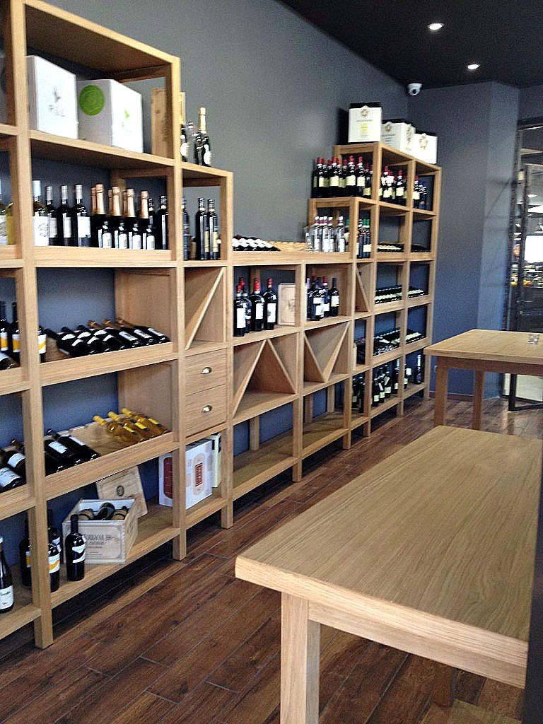 Foto della zona enoteca del Bar Gelateria Enoteca Papilla a Monza
