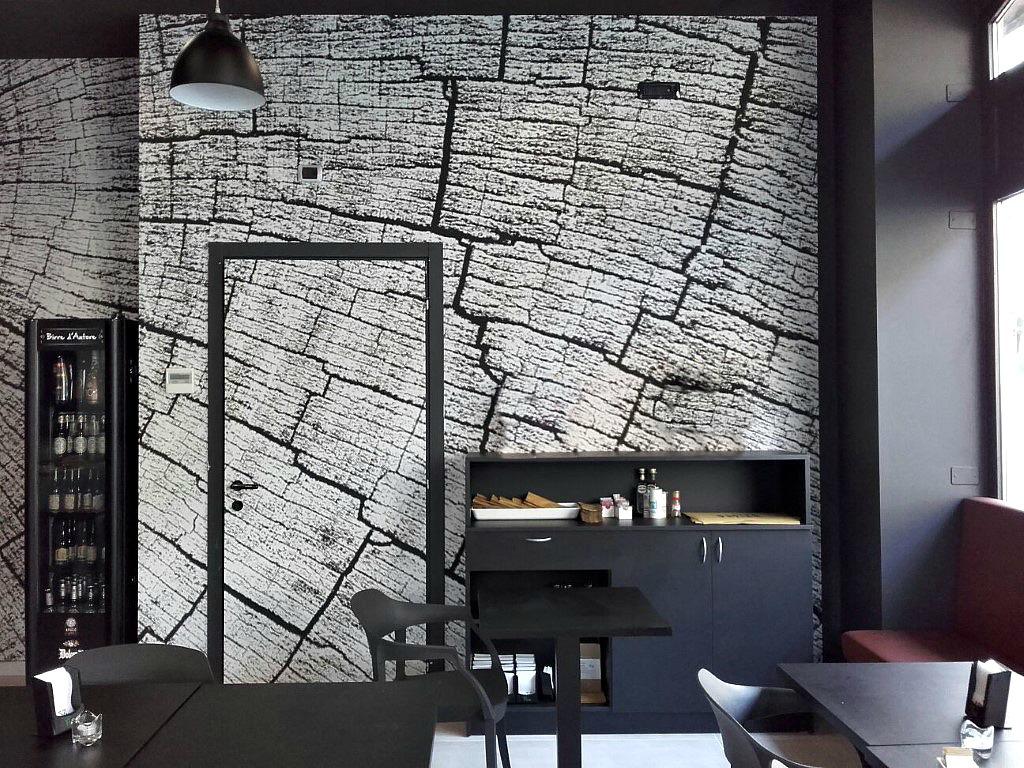 Particolare del disegno inserito su una parete del Bar Gelateria Enoteca Papilla a Monza
