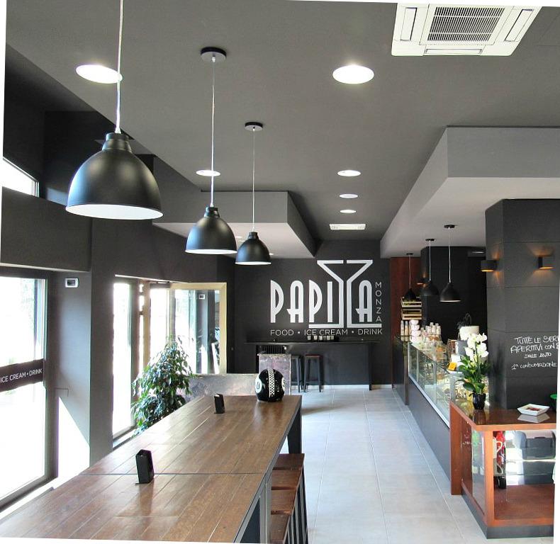 Particolare degli interni presso il Bar Gelateria Enoteca Papilla a Monza