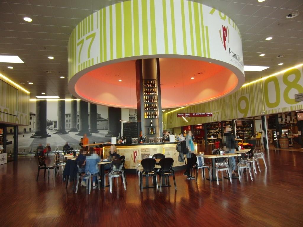 Foto panoramica del Ristorante Wine Gate 11 presso l'Aeroporto di Orio al Serio