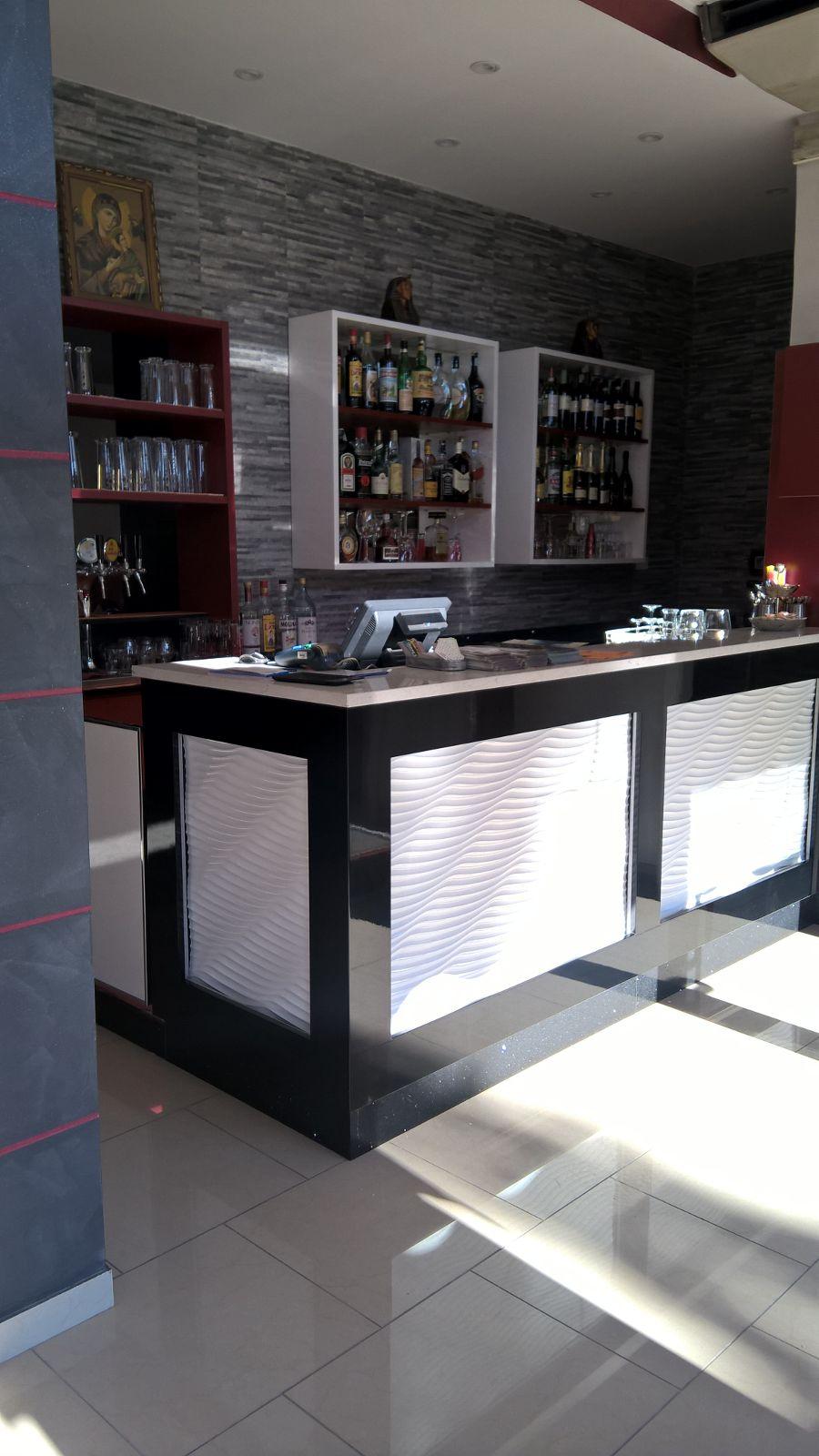Particolare del banco bar realizzato al Ristorante Pizzeria Mar Rosso a Bareggio, Milano