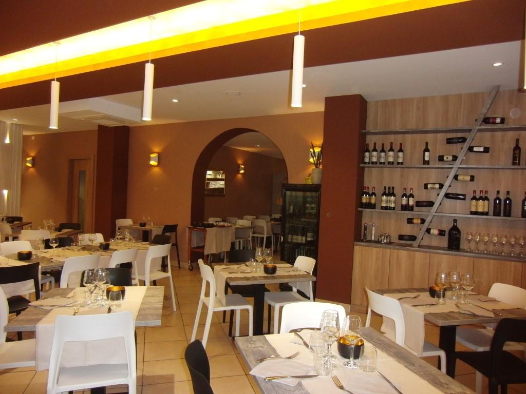 Sala ristorante, particolare ripreso al Ristorante Pizzeria Parsifal a Treviolo, Bergamo