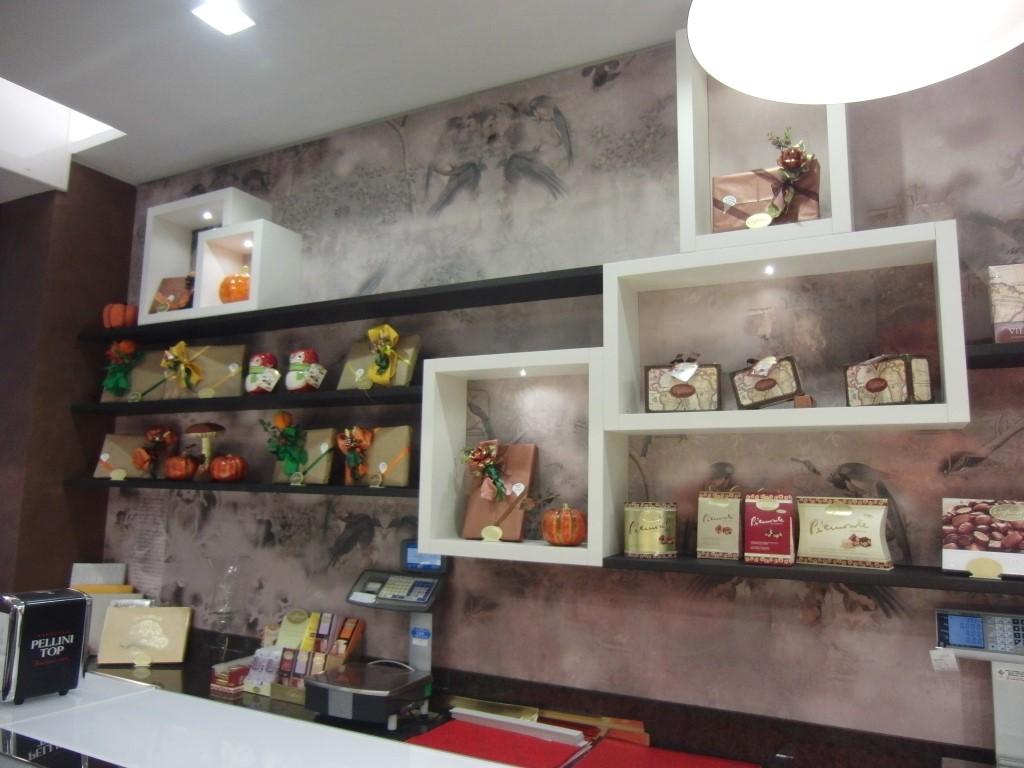 Retro del bancone della Pasticceria Caffetteria i 4 Mastri a Milano