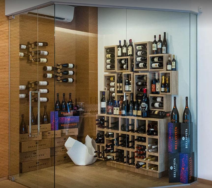 Foto della cantina con selezione di vini presso il Ristorante Ezio Gritti di Bergamo