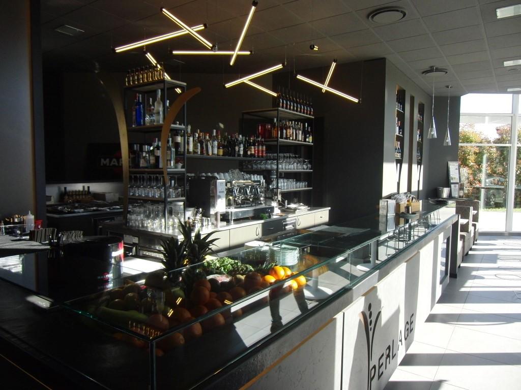Foto del bancone principale del Perlage Coffee & Lounge Bar a Bonate Sopra