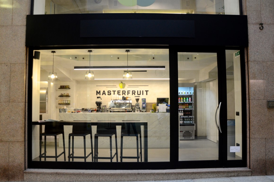 Vista dell'ingresso principale di MASTERFRUIT, Food, juice and coffee a Bergamo
